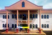 EGLISE CATHOLIQUE/BAMOUGOUM : Le Sénateur Sylvestre NGOUCHINGHE offre un presbytère comme cadeau d'anniversaire pour les 50 ans de la paroisse Sainte Bernadette de Doumelong, Bamougoum.